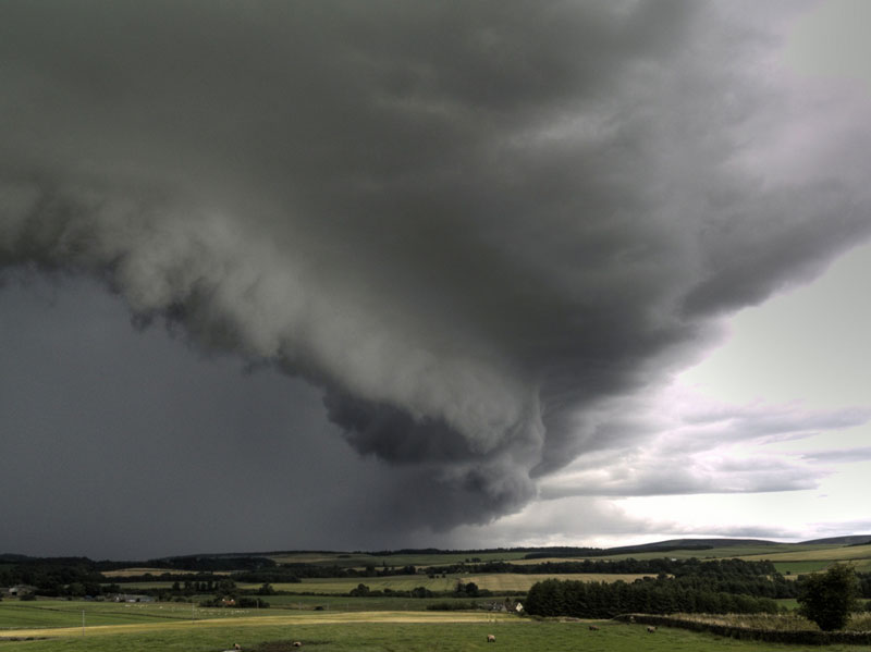 Shelf_cloud_arcus.jpg