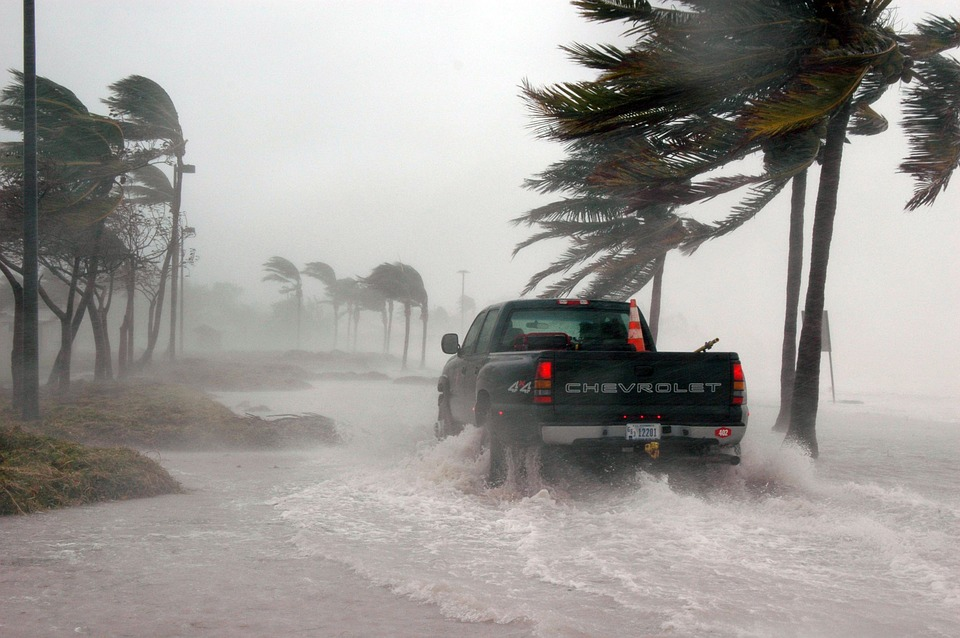 http://cdn2.hubspot.net/hubfs/604407/blog-files/hurricanedosanddonts.jpeg